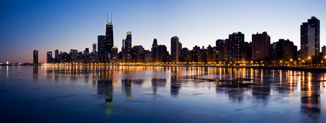 Great Lakes「USA, Illinois, Chicago, City skyline over Lake Michigan at sunset」:スマホ壁紙(1)