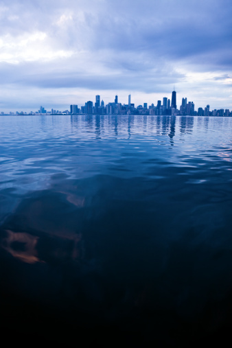 Great Lakes「USA, Illinois, Chicago, City skyline over Lake Michigan」:スマホ壁紙(16)