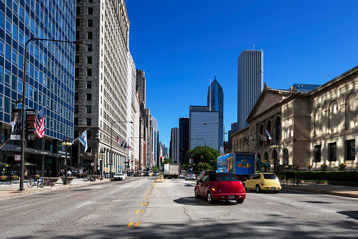 Car「USA, Illinois, Chicago, skyscrapers in downtown」:スマホ壁紙(1)