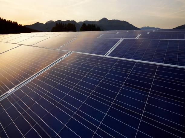 Austria, Tyrol, solar plant at evening twilight:スマホ壁紙(壁紙.com)