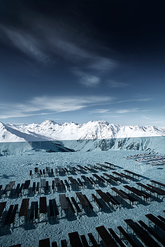 Ischgl「Austria, Tyrol, Ischgl, empty benches and tables in winter in the mountains」:スマホ壁紙(18)