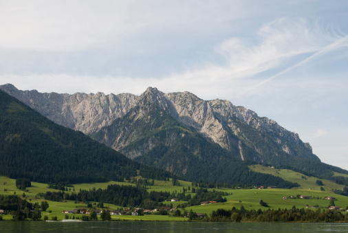 Walchsee「Austria, Tyrol, Walchsee, Zahmer Kaiser, Mountain scenery」:スマホ壁紙(12)