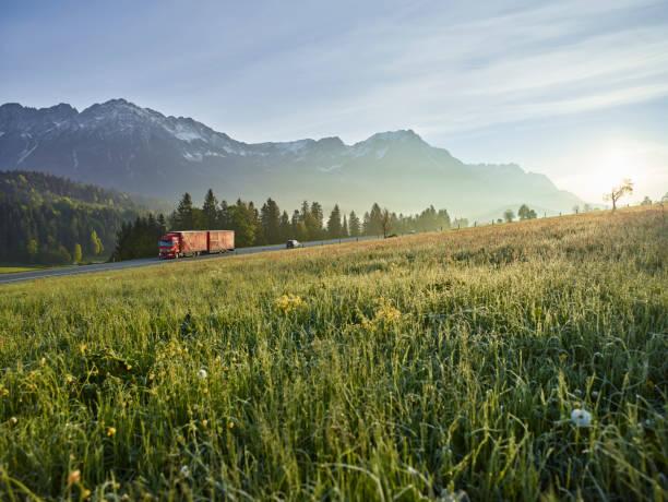 Austria, Tyrol, truck on country road in the morning light:スマホ壁紙(壁紙.com)