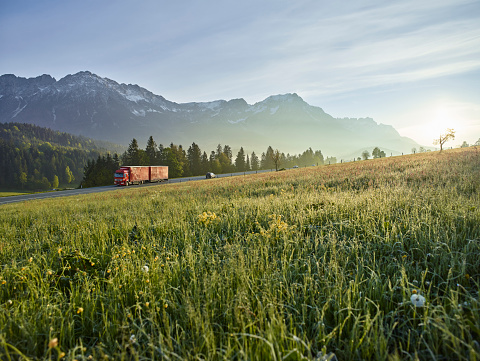Austria「Austria, Tyrol, truck on country road in the morning light」:スマホ壁紙(17)