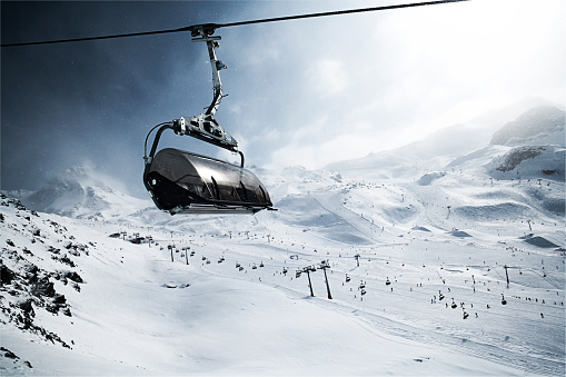 Ski Resort「Austria, Tyrol, Ischgl, cable car in winter landscape in the mountains」:スマホ壁紙(7)