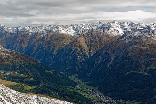 北チロル「Austria, Tyrol, Oetztal, view from Gaislachkogel to Oetztal Alps and Soelden」:スマホ壁紙(17)