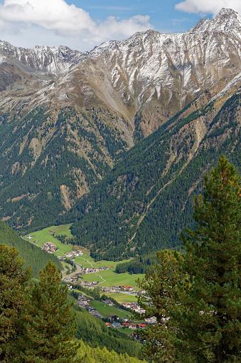 北チロル「Austria, Tyrol, Oetztal, view on Soelden」:スマホ壁紙(6)