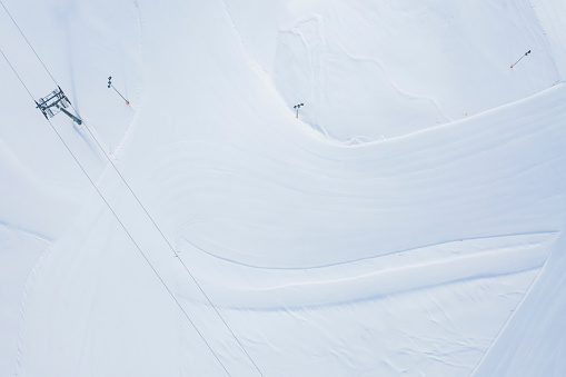 Ski Resort「Austria, Tyrol, Galtuer, view to ski slope and chair lift in winter, aerial view」:スマホ壁紙(4)