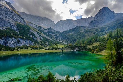Austria「Austria, Tyrol, Wetterstein Mountains, Mieminger Kette, Ehrwald, Lake Seebensee, Sonnenspitze, Schartenkopf and Vorderer Drachenkopf」:スマホ壁紙(13)