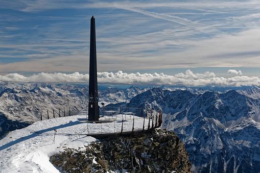 北チロル「Austria, Tyrol, Oetztal, Soelden, observation deck Schwarze Schneid with obelisk」:スマホ壁紙(7)