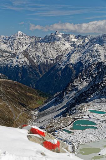 北チロル「Austria, Tyrol, Oetztal, Soelden, Schwarze Schneid, view towards Oetztal Glacier Road and Oetztal Alps」:スマホ壁紙(12)