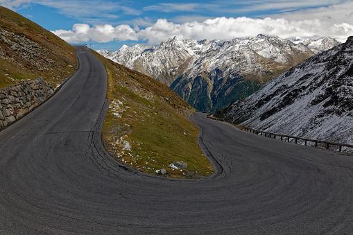 北チロル「Austria, Tyrol, Oetztal, Soelden, Oetztal Glacier Road with view to the valley」:スマホ壁紙(13)