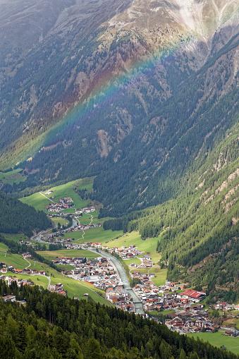 虹「Austria, Tyrol, Oetztal, rainbow above Soelden」:スマホ壁紙(12)