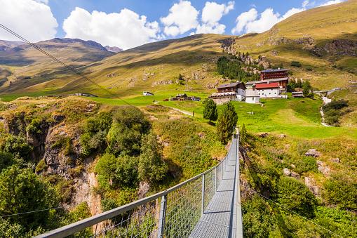 Ötztal Alps「Austria, Tyrol, Vent Valley, suspention brigde, Mountain Farm, Rofenhoefe」:スマホ壁紙(15)