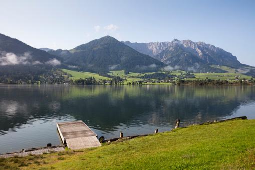 Walchsee「Austria, Tyrol, Kaiser mountains, Walchsee with Zahmer Kaiser」:スマホ壁紙(13)