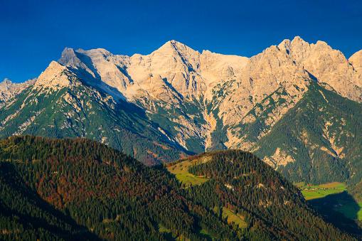 Wilder Kaiser「Austria, Tyrol, Hochfilzen, Alps and Wilder Kaiser」:スマホ壁紙(14)