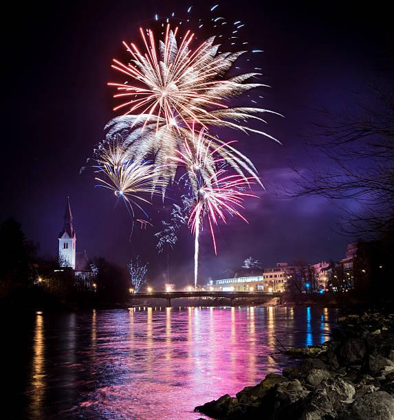 Austria, Tyrol, Schwaz, New Year's Eve fireworks:スマホ壁紙(壁紙.com)