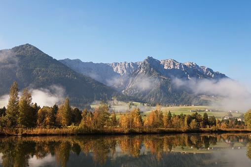 Wilder Kaiser「Austria, Tyrol, Lake Walchsee in autumn」:スマホ壁紙(6)