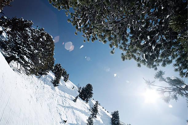 Austria, Tyrol, Ischgl, winter landscape in the mountains in backlight:スマホ壁紙(壁紙.com)
