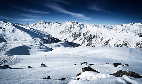 Ischgl「Austria, Tyrol, Ischgl, winter landscape in the mountains」:スマホ壁紙(15)