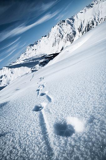 イシュグル「Austria, Tyrol, Ischgl, winter landscape in the mountains with tracks in snow」:スマホ壁紙(10)