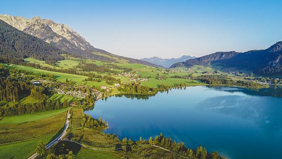 Walchsee「Austria, Tyrol, Kaiserwinkl, Aerial view of lake Walchsee」:スマホ壁紙(7)