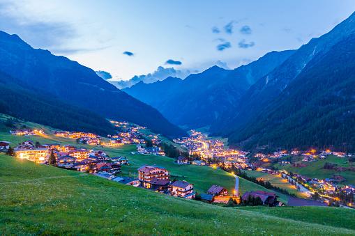 Central Eastern Alps「Austria, Tyrol, Soelden, townscape in the evening」:スマホ壁紙(5)