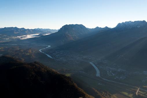 北チロル「Austria, Tyrol, Kufstein, View of valley in the morning」:スマホ壁紙(18)