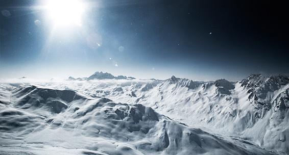 スキー「Austria, Tyrol, Ischgl, mountainscape in winter in backlight」:スマホ壁紙(5)