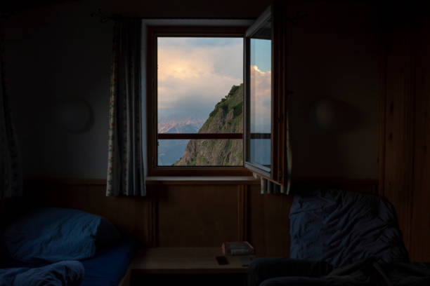 Austria, Tyrol, Fieberbrunn, view out of bedroom of a mountain hut on mountain:スマホ壁紙(壁紙.com)