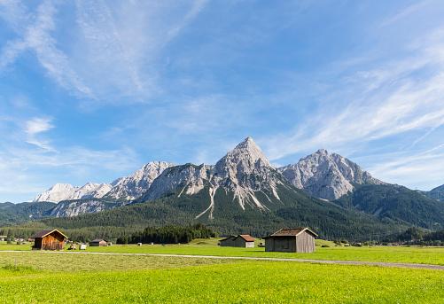 Tyrol State - Austria「Austria, Tyrol, Lermoos, Ehrwalder Becken, View to Ehrwalder Sonnenspitze, Gruenstein, Ehrwald, Mieminger Kette」:スマホ壁紙(13)