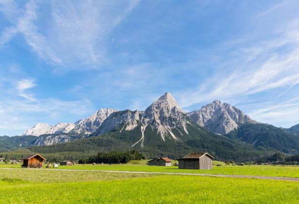 Austria, Tyrol, Lermoos, Ehrwalder Becken, View to Ehrwalder Sonnenspitze, Gruenstein, Ehrwald, Mieminger Kette:スマホ壁紙(壁紙.com)