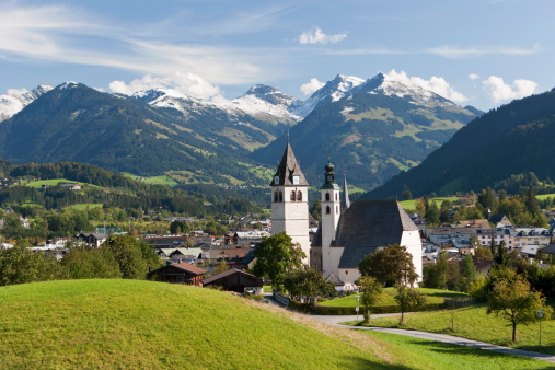 Kitzbühel「Austria, Tyrol, Kitzbuehel, View of town and church」:スマホ壁紙(2)