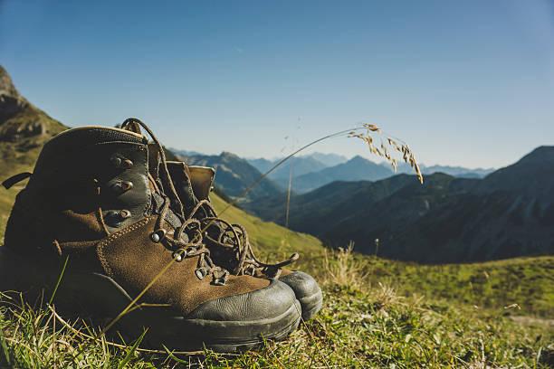 Austria, Tyrol, Tannheimer Tal, hiking boots in mountainscape:スマホ壁紙(壁紙.com)