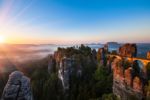 Saxony「Germany, Saxony, Saxon Switzerland National Park, Elbe Sandstone Mountains and Bastei bridge at sunrise」:スマホ壁紙(16)