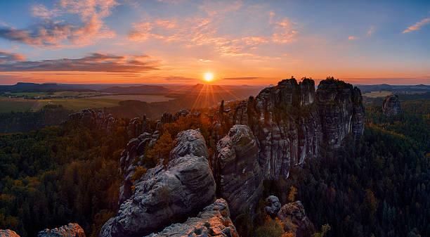 Germany, Saxony, Elbe Sandstone Mountains, rocks of the Falkenstein and Schrammsteine at sunset:スマホ壁紙(壁紙.com)