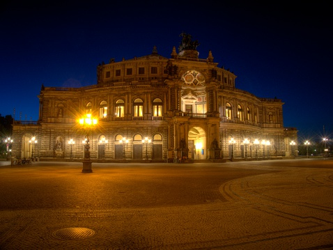 Built Structure「Germany, Saxony, Dresden, Illuminated Semperoper and empty square」:スマホ壁紙(5)