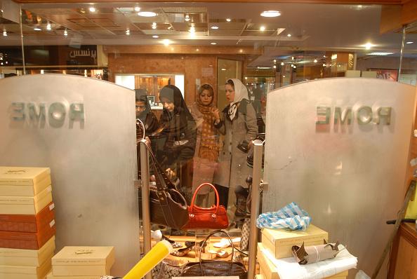 Kaveh Kazemi「Shopping In Tehran」:写真・画像(5)[壁紙.com]