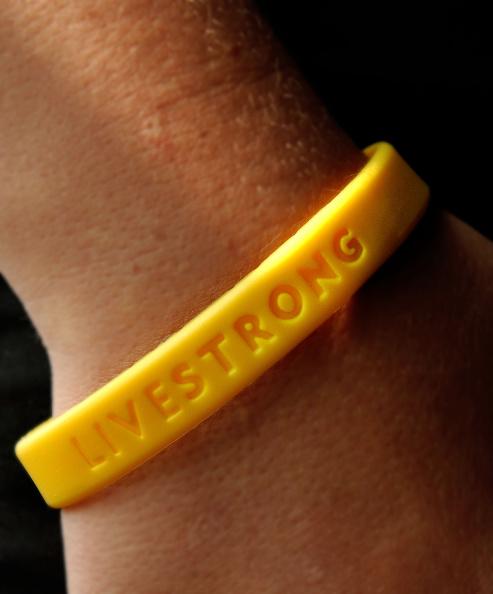 Bracelet「Livestrong Bracelet For Lance Armstrong Foundation」:写真・画像(2)[壁紙.com]