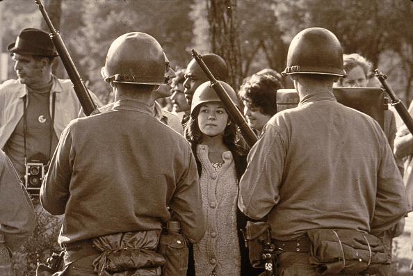 Democratic National Convention「Protestor Eyes Riot Police Outside 1968 Democratic National Convention」:写真・画像(0)[壁紙.com]