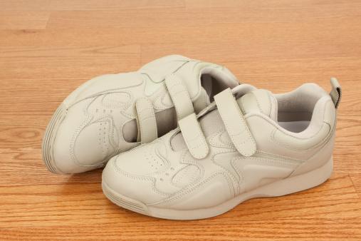 Casual Clothing「Walking Shoes on Wood Floor」:スマホ壁紙(7)