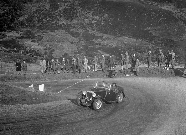 Hairpin Curve「MG Magnette of CS Grant at the RSAC Scottish Rally, Devil's Elbow, Glenshee, 1934」:写真・画像(6)[壁紙.com]