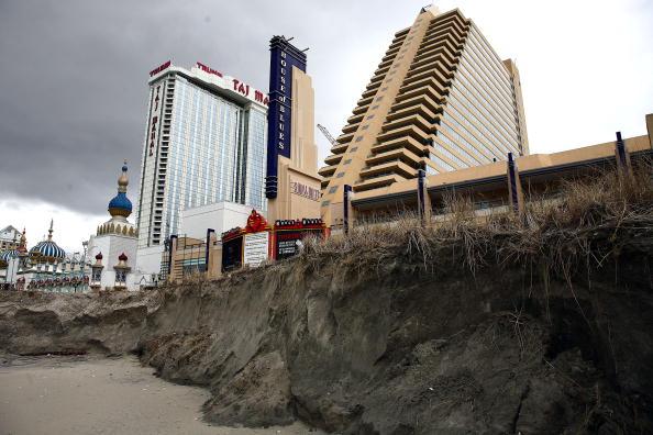 Eroded「Nor'Easter Erodes Shoreline At New Jersey Resorts」:写真・画像(6)[壁紙.com]