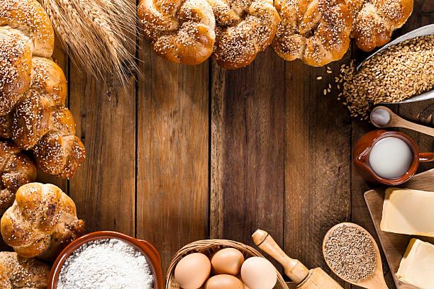 Frame of ingredients for bread preparation shot directly above:スマホ壁紙(壁紙.com)