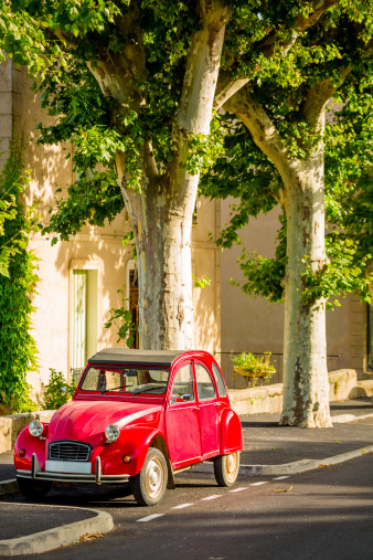 Plateau De Valensole「French classic car parked under plane trees」:スマホ壁紙(16)