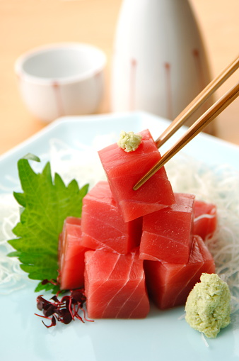 Sake「Cubes of raw tuna on plate」:スマホ壁紙(18)