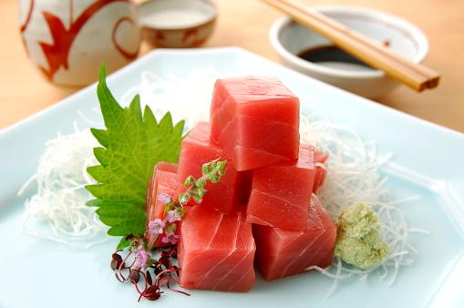Sake「Cubes of raw tuna on plate」:スマホ壁紙(5)