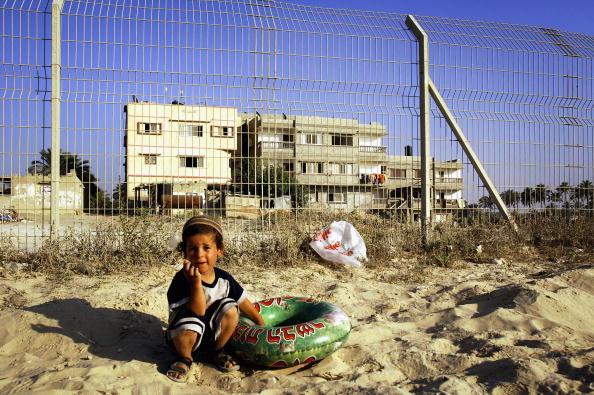 School Bus「Preparations Continue For Israeli Withdrawl From Gaza」:写真・画像(12)[壁紙.com]