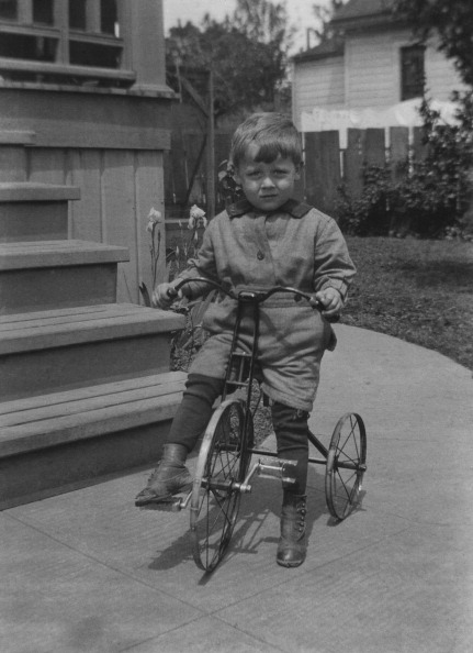 Tricycle「Boy On Tricycle」:写真・画像(9)[壁紙.com]