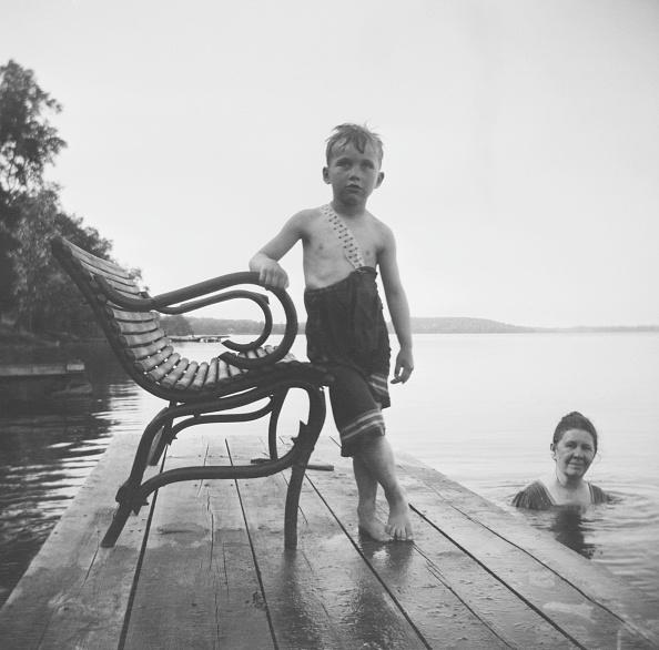 水着「Boy In Swimwear At Pine Lake」:写真・画像(12)[壁紙.com]